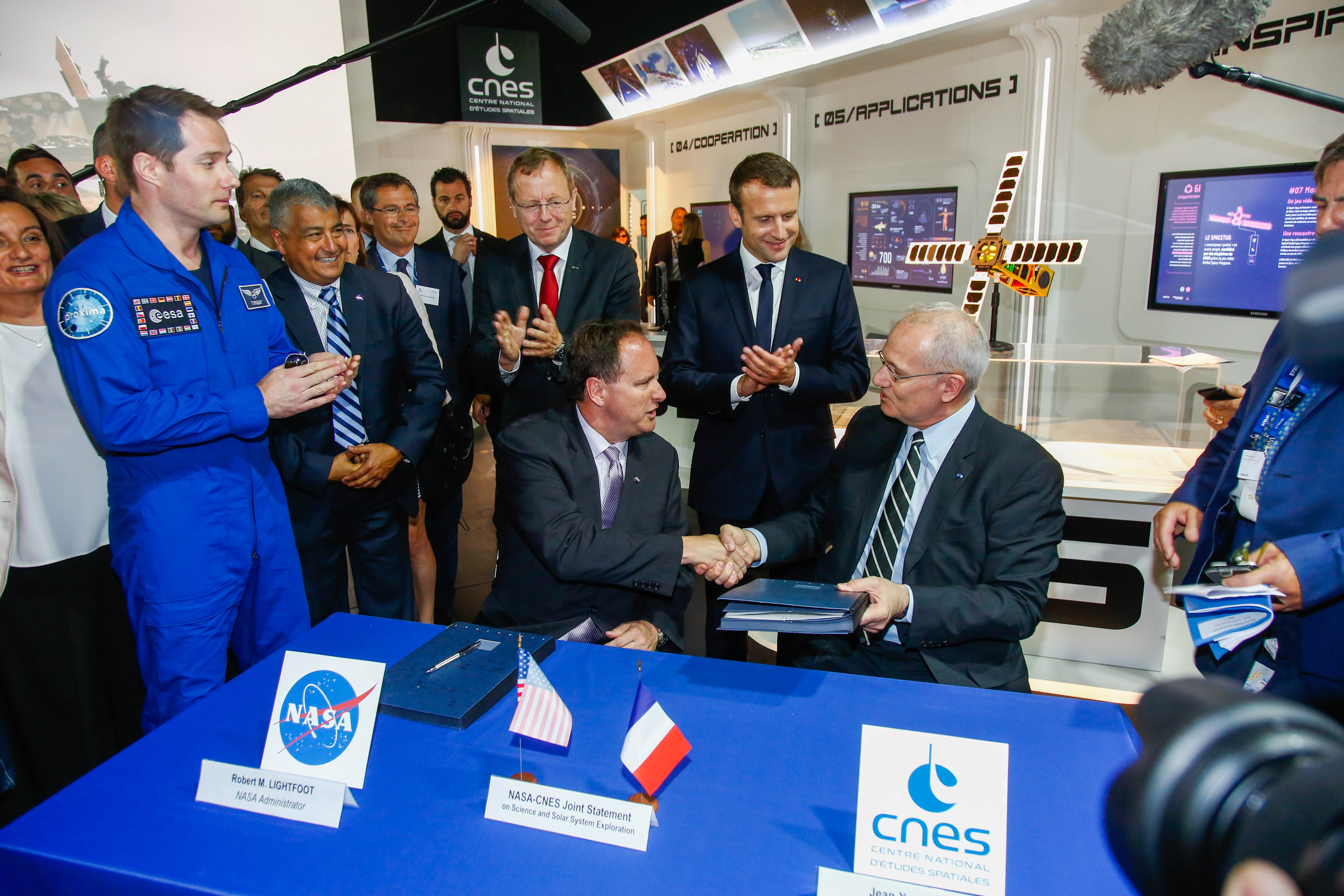 is_bourget_2017_signature_nasa.jpg