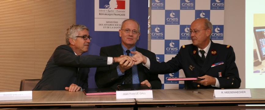 Le CNES, la Direction générale de la santé  et le Service de santé des armées signent une  convention-cadre de coopération